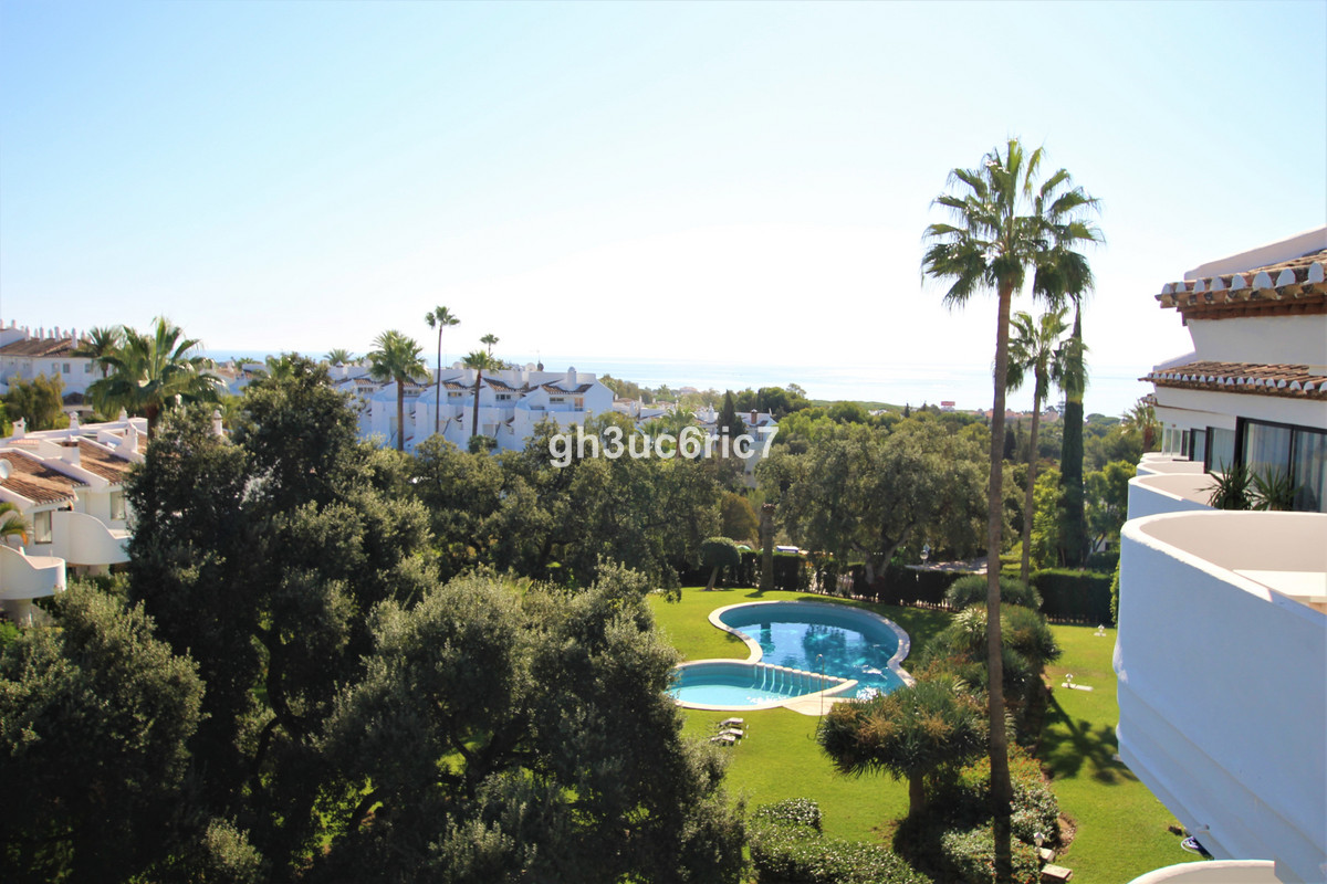 A beautiful two bedroom penthouse in a sought after complex, south facing with nice sea views. It ha, Spain