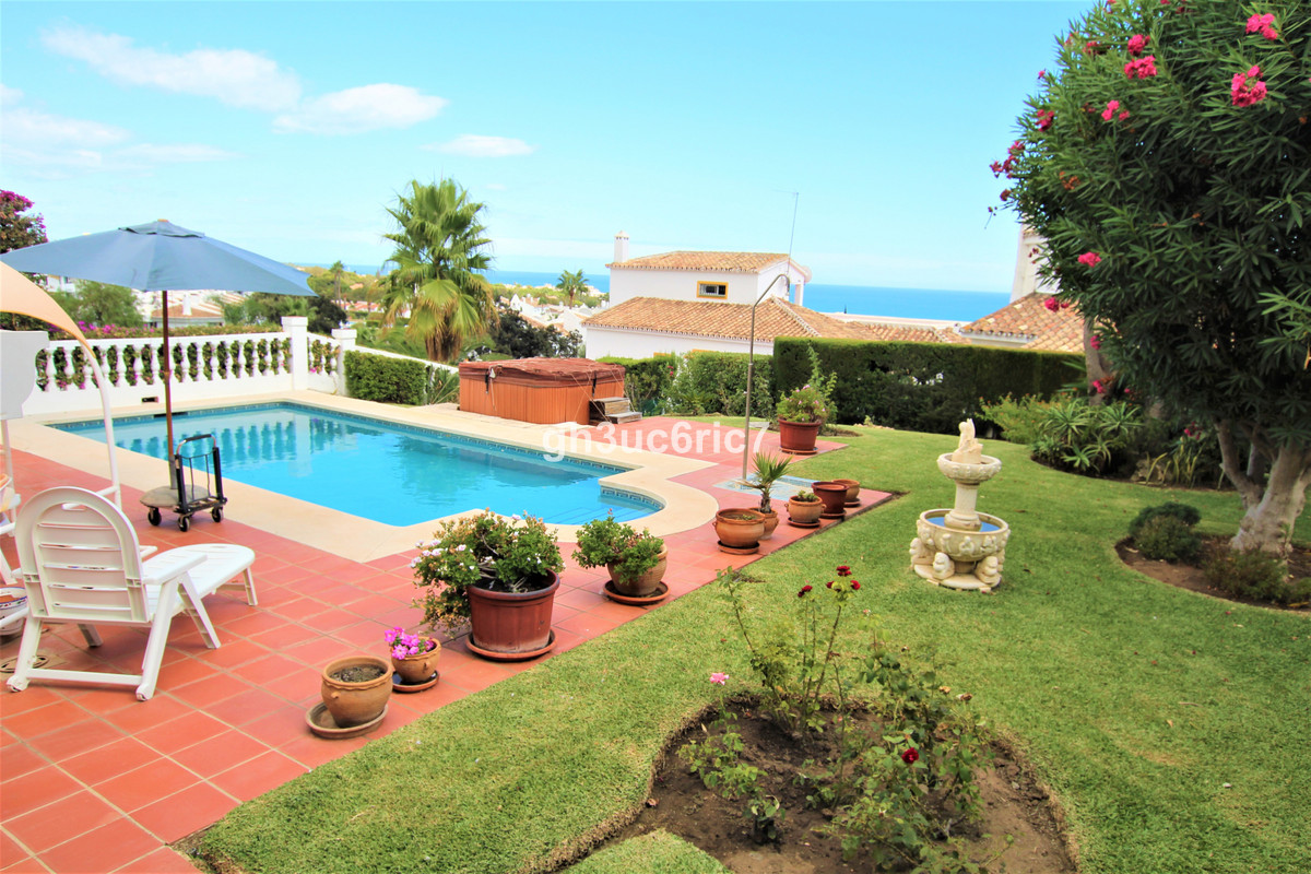Charming villa with a well maintained private garden, pool and beautiful views towards the Mediterra, Spain