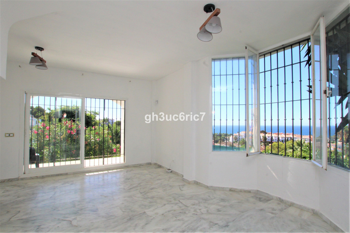 A fantastic corner duplex ground floor apartment with beautiful sea views to be refurbished. On the ,Spain