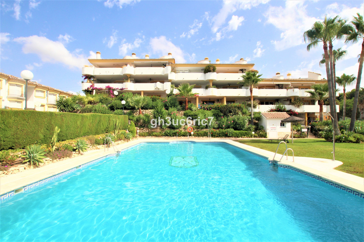 Bargain !! Two bedroom ground floor apartment located in Calahonda golf . Bright living room with a , Spain