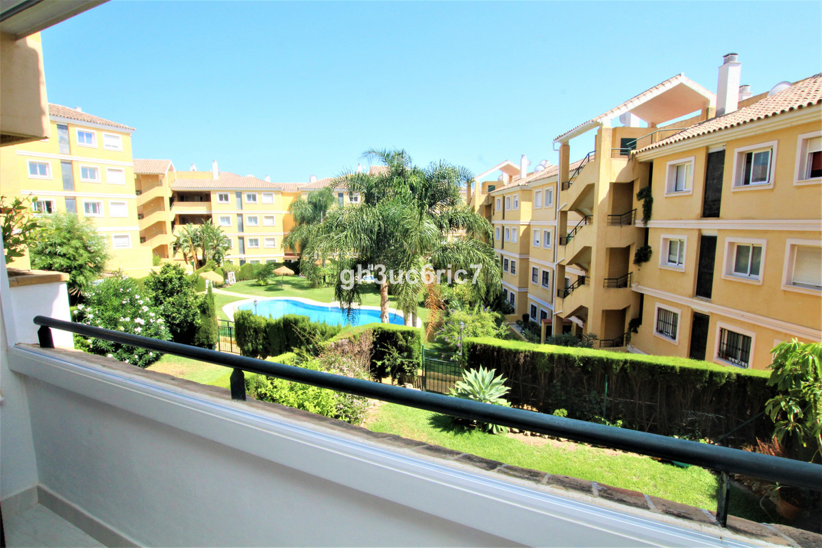 A fantastic south facing apartment located in Riviera del Sol. This bright and airy property, in exc, Spain