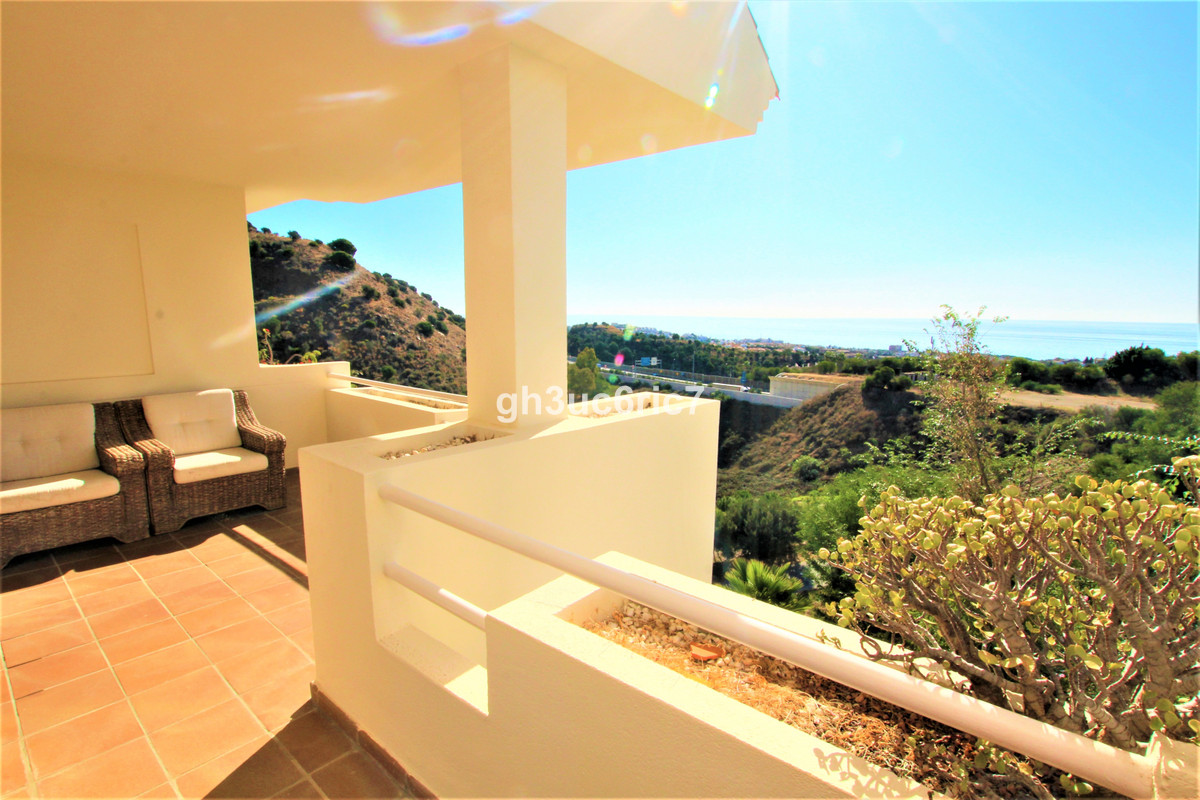 Bright and spacious south facing apartment with lovely open sea views. Located in the upper area of ,Spain