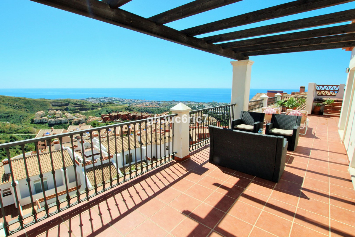 Magnificent 1 level corner penthouse with panoramic sea views of the whole coast. Bright, spacious a,Spain