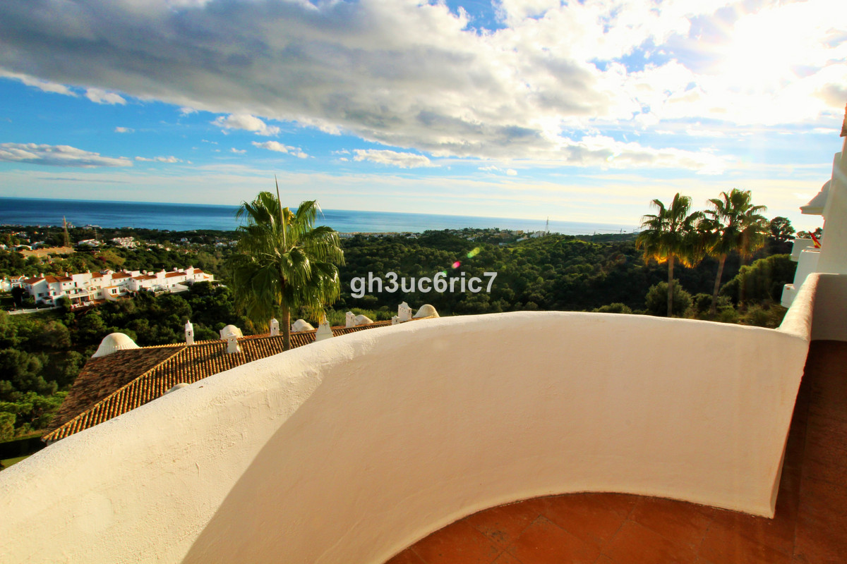 Magnificent sea views from this bright and spacious penthouse apartment! Located within one of the b, Spain