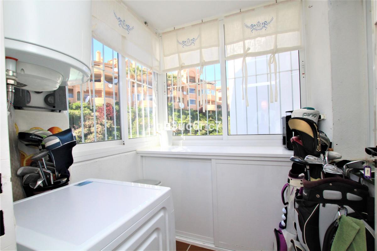 Apartamento en Venta en Calahonda – R3626768