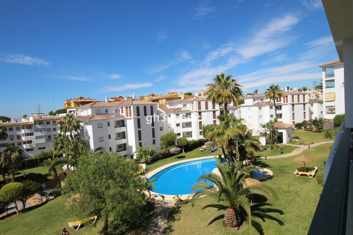 Nice and well maintained apartment situated within a sought after community on walking distance to a,Spain