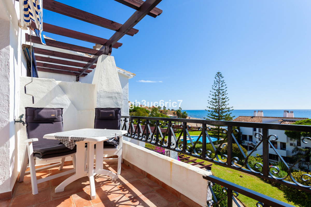 Front line beach with breath taking sea views! A fantastic duplex penthouse with two bedrooms and lo, Spain