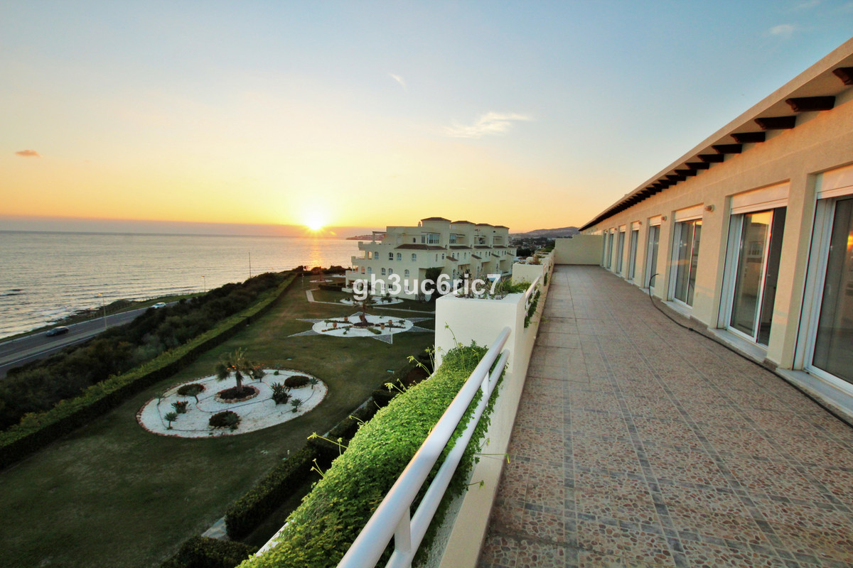 A marvellous one level penthouse with panoramic sea and beach views located right by the beach in Mi,Spain