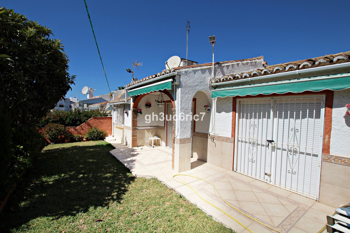 REDUCED BY €19,000 FOR A QUICK SALE!!!! A semi detached bungalow located in a nice and quiet street , Spain