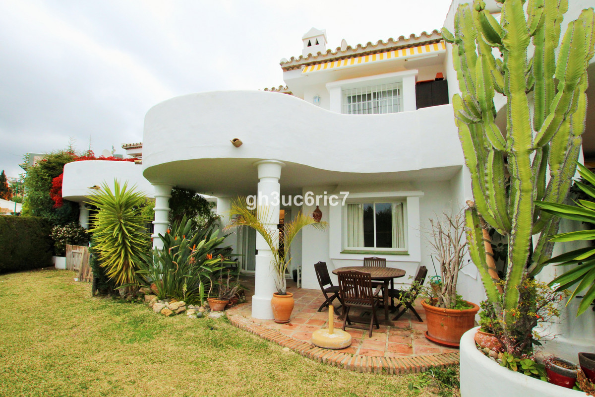 Exceptional value for money! A lovely 2 bedroom ground floor apartment, with a spacious sunny south , Spain