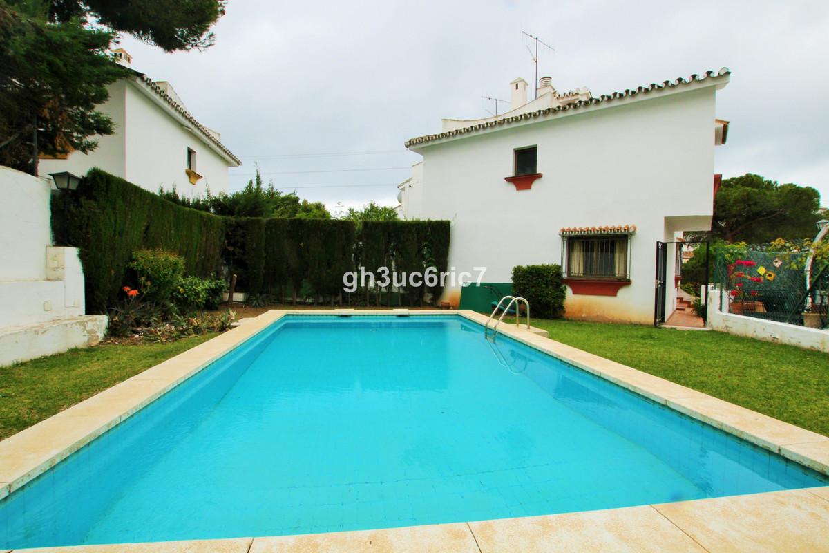 Marbella Banus Adosado en Venta en Calahonda – R3402754