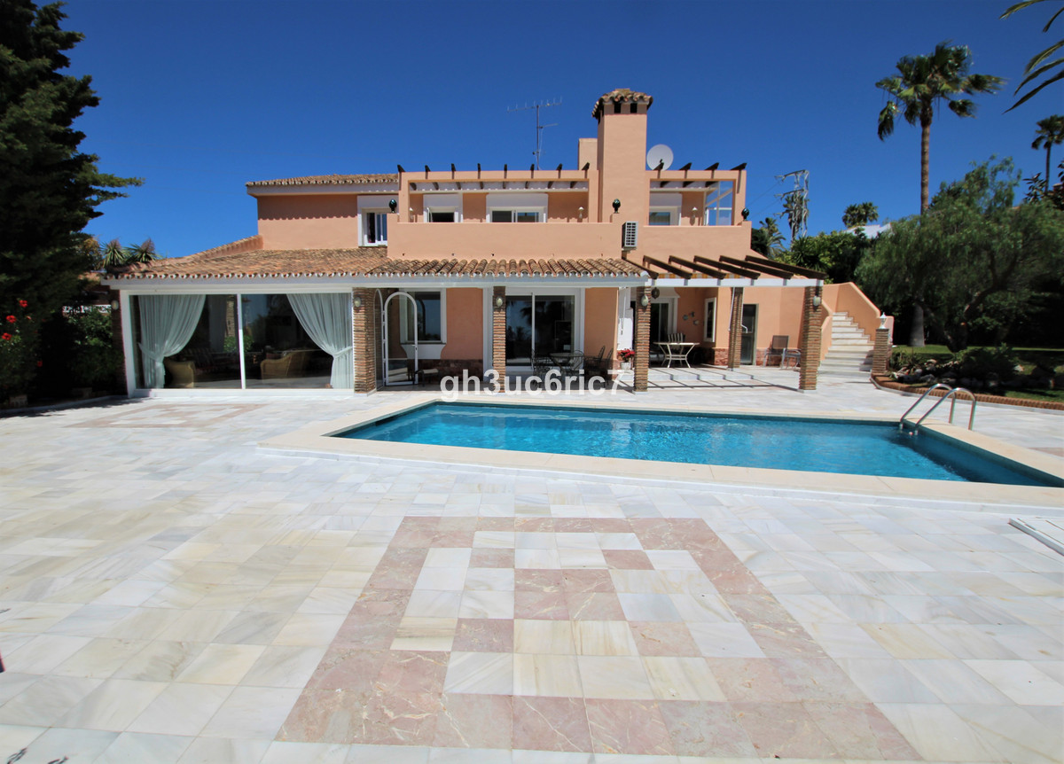 A fantastic villa in one of the nicest streets in Calahonda and bordering Cabopino with magnificent ,Spain