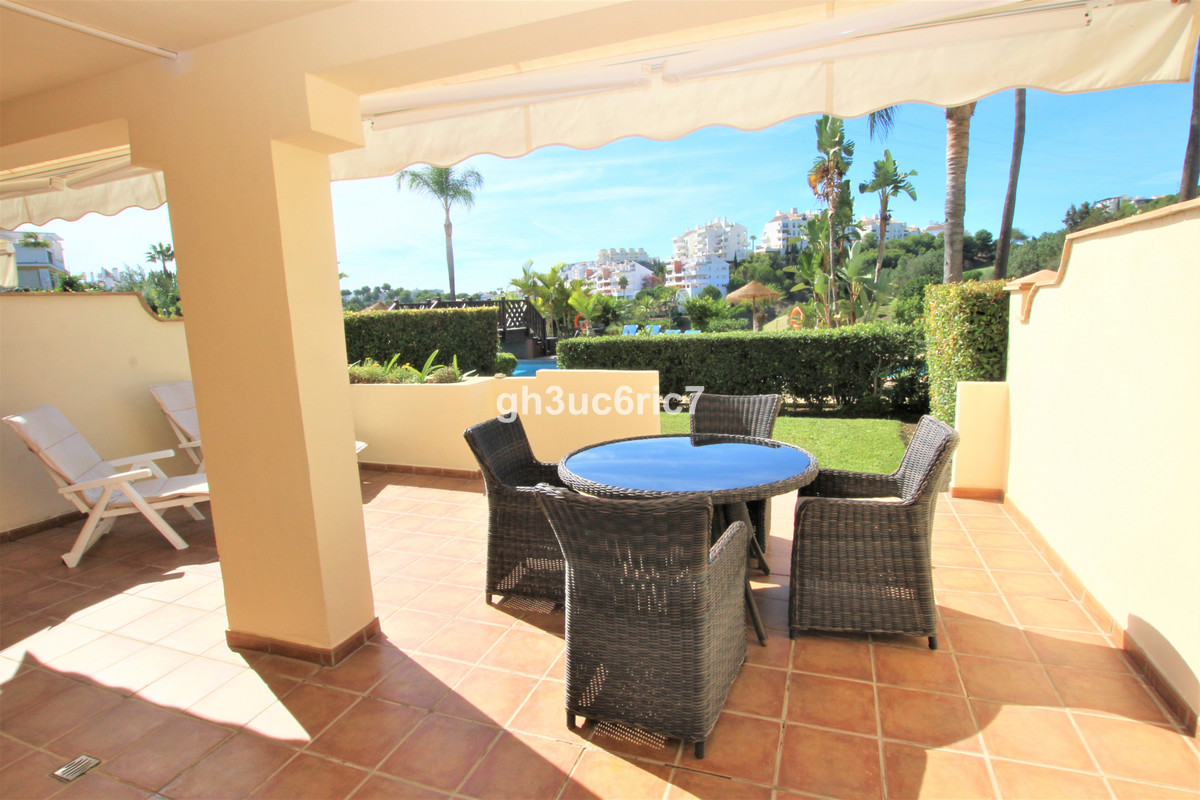 Ground floor apartment with 2 bedrooms and 2 bathrooms, one of them en-suite, in Miraflores with a n,Spain