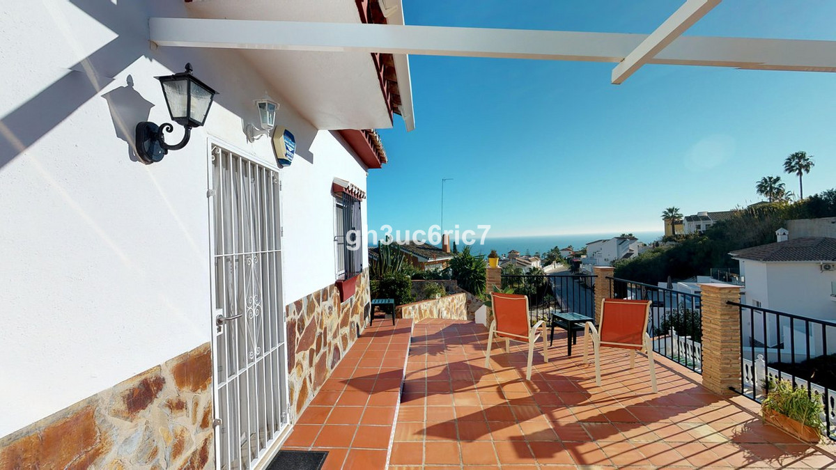 Reduced by €75,000!!  Lovely one level south facing villa with marvellous sea views located in a qui,Spain