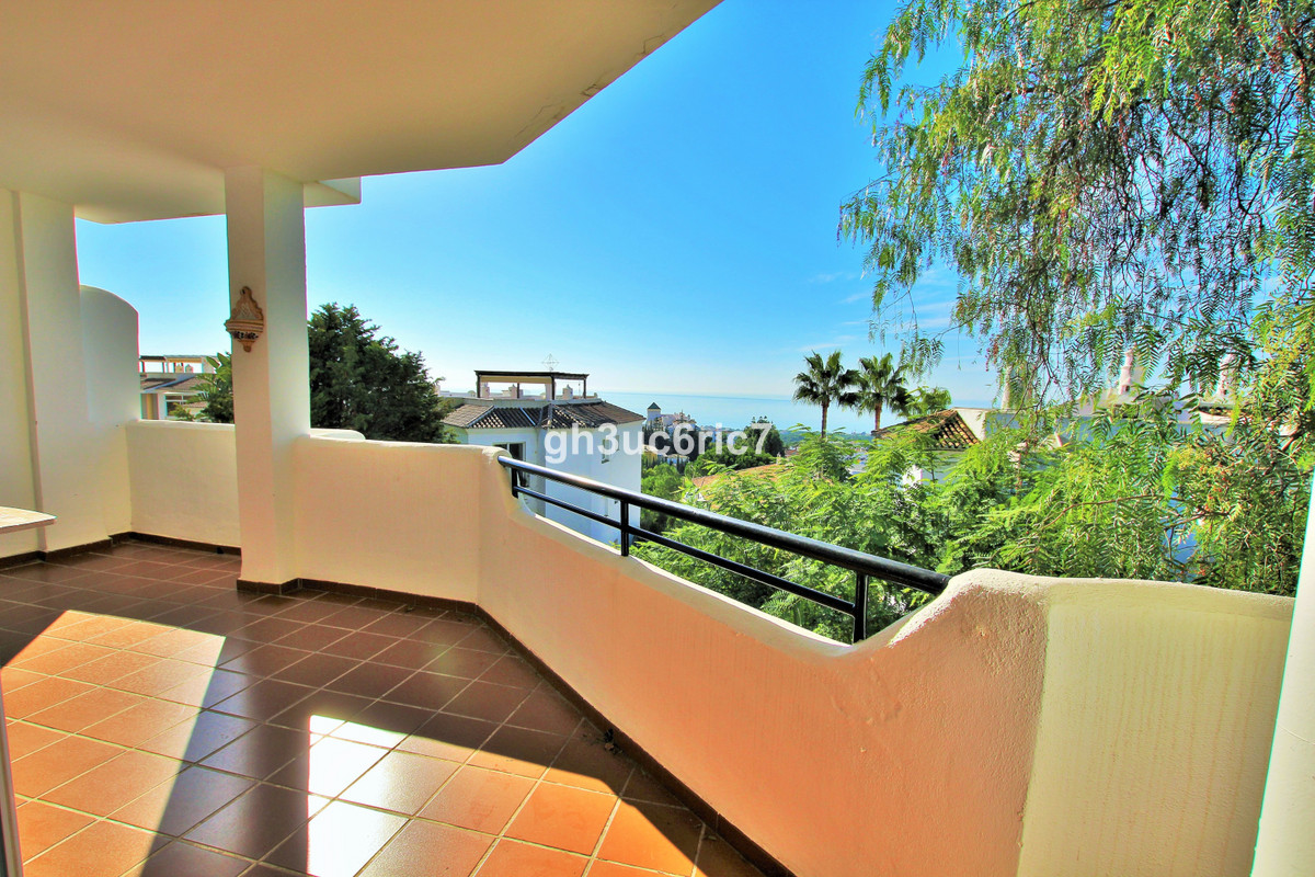 Spacious south facing 3 bedroom apartment with nice sea views. Located in a typical Andalusian style, Spain