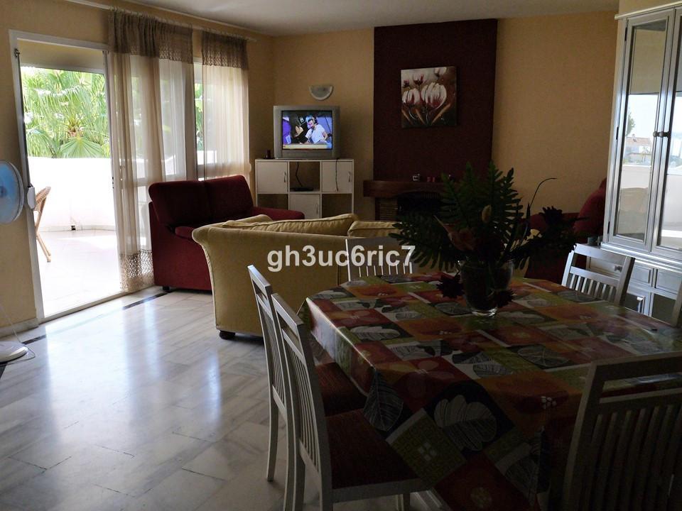 Apartamento en Venta en Calahonda – R2731727