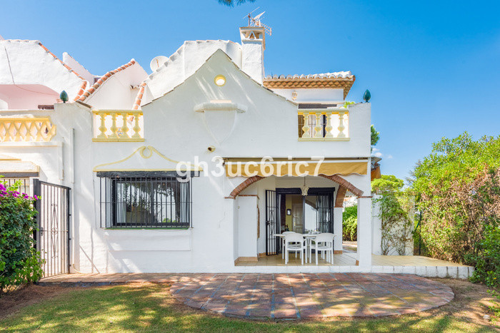 Fantastic semi detached house with parking space, private garden and terraces in a beautiful complex,Spain