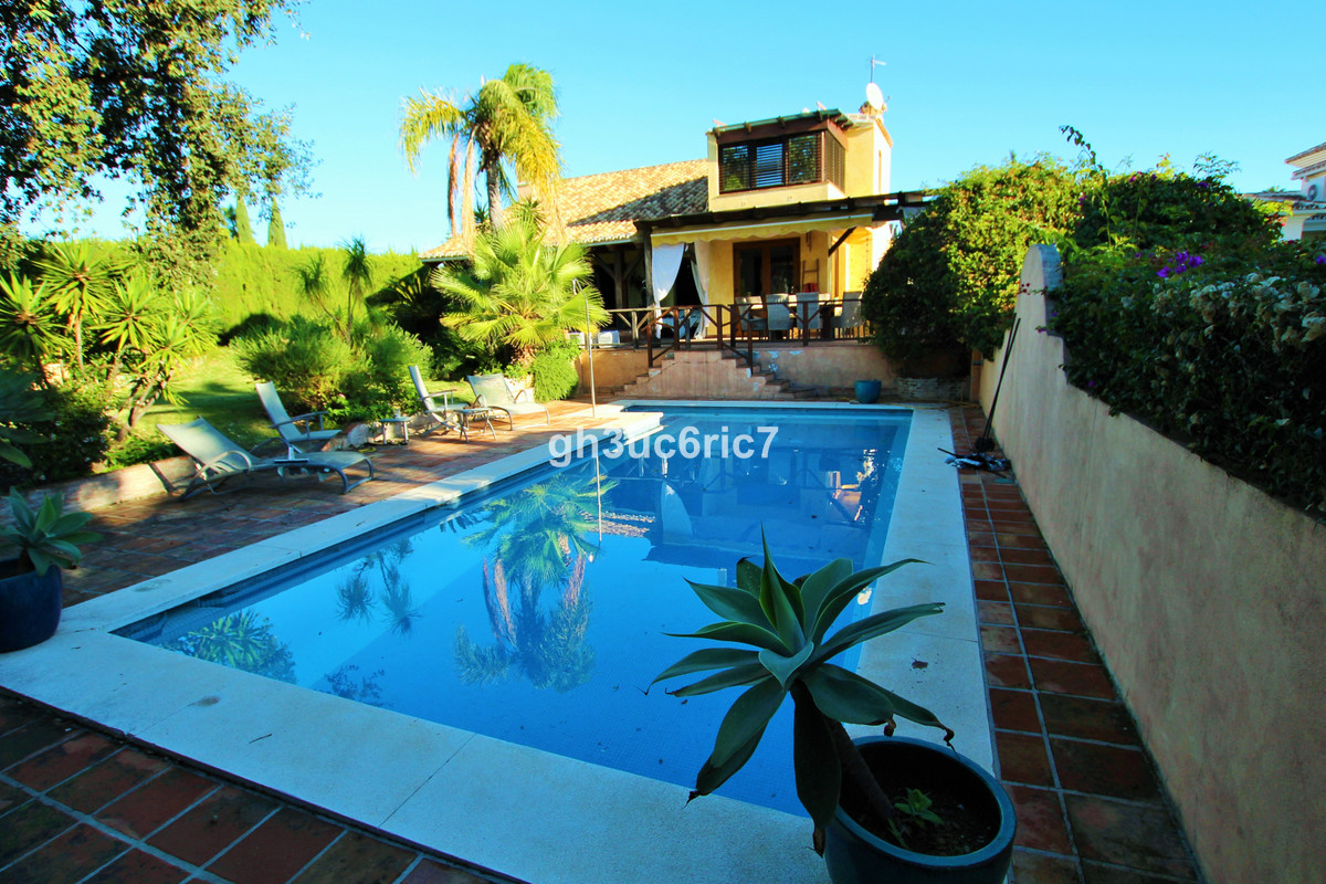 A fabulous villa centrally located in one of the best areas in Calahonda. A unique opportunity as th,Spain