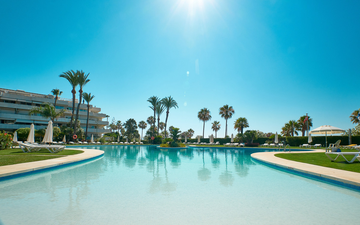 Magnificent apartment in Los Granados, Puerto Banus, south facing with views to the private pool, tr,Spain