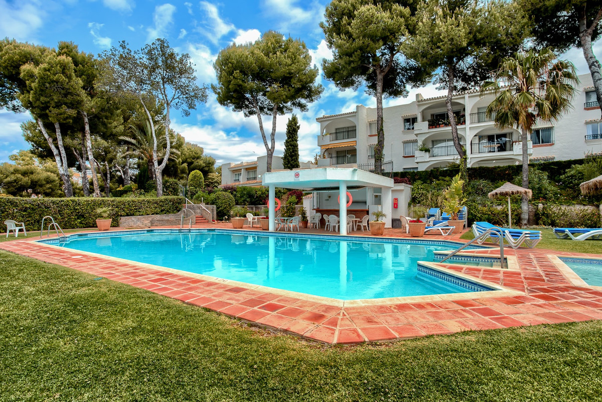 Exclusive and charming ground floor apartment in Riviera del Sol with sea views. It has 2 bedrooms, ,Spain