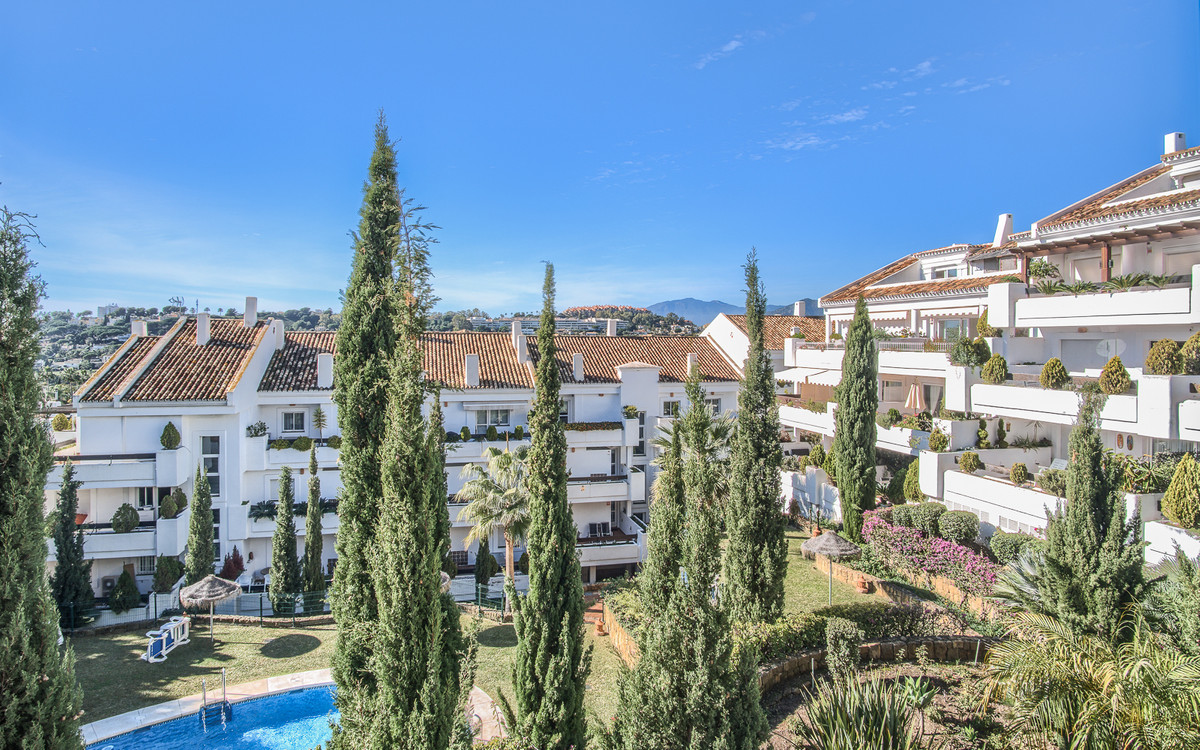 Beautiful 2 bedroom/ 2 bathroom apartment located in the Golf Valley/ Nueva Andalucia, surrounded by,Spain