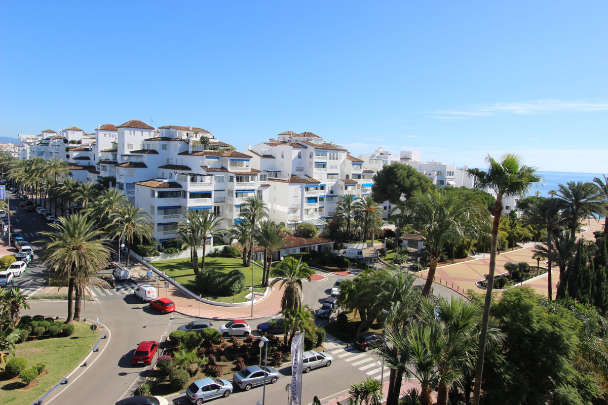 Middle Floor Apartment, Puerto Banus, Costa del Sol. 3 Bedrooms, 2 Bathrooms, Built 128 m², Terrace , Spain