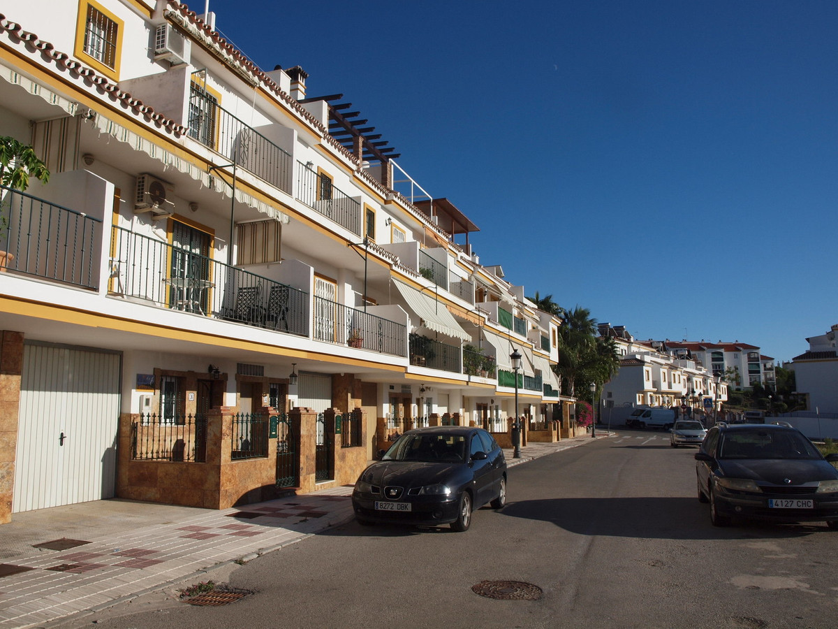 Townhouse distributed over 4 floors, total built 198 m of which about 70 are terraces: Ground floor:, Spain