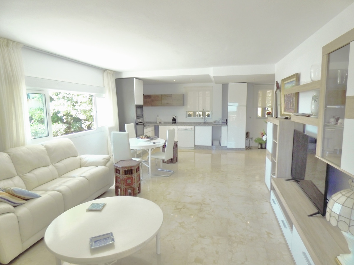 This delightful apartment is located on the first floor with stunning views to Gibraltar and to the ,Spain