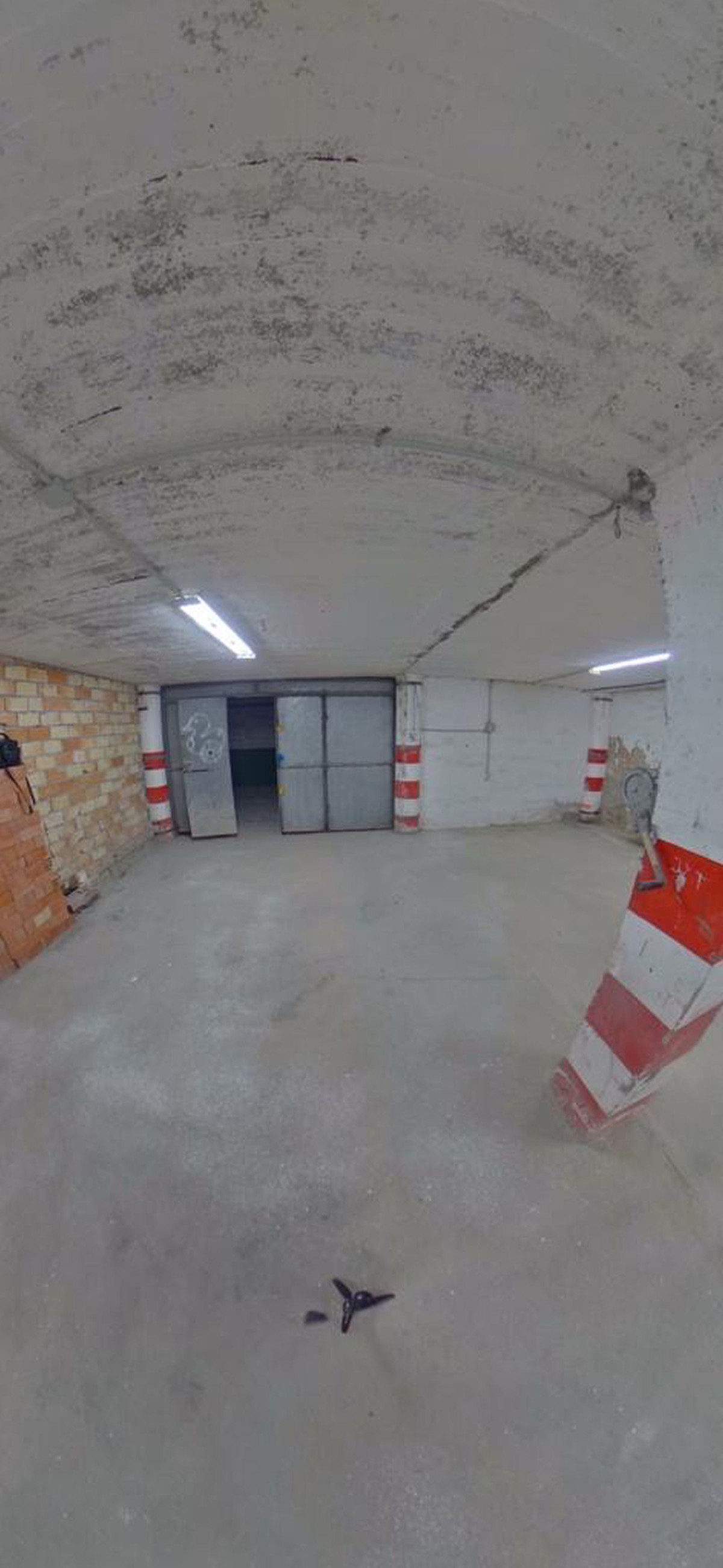 This is a double garage space on the port of Duquesa, it has two parking spaces, double doors with p, Spain