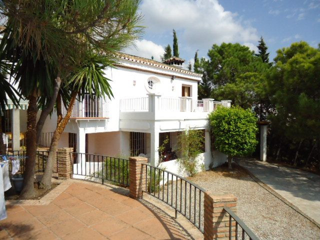 The villa is located within a 7 minute drive to Estepona and all amenities, very quiet location with, Spain