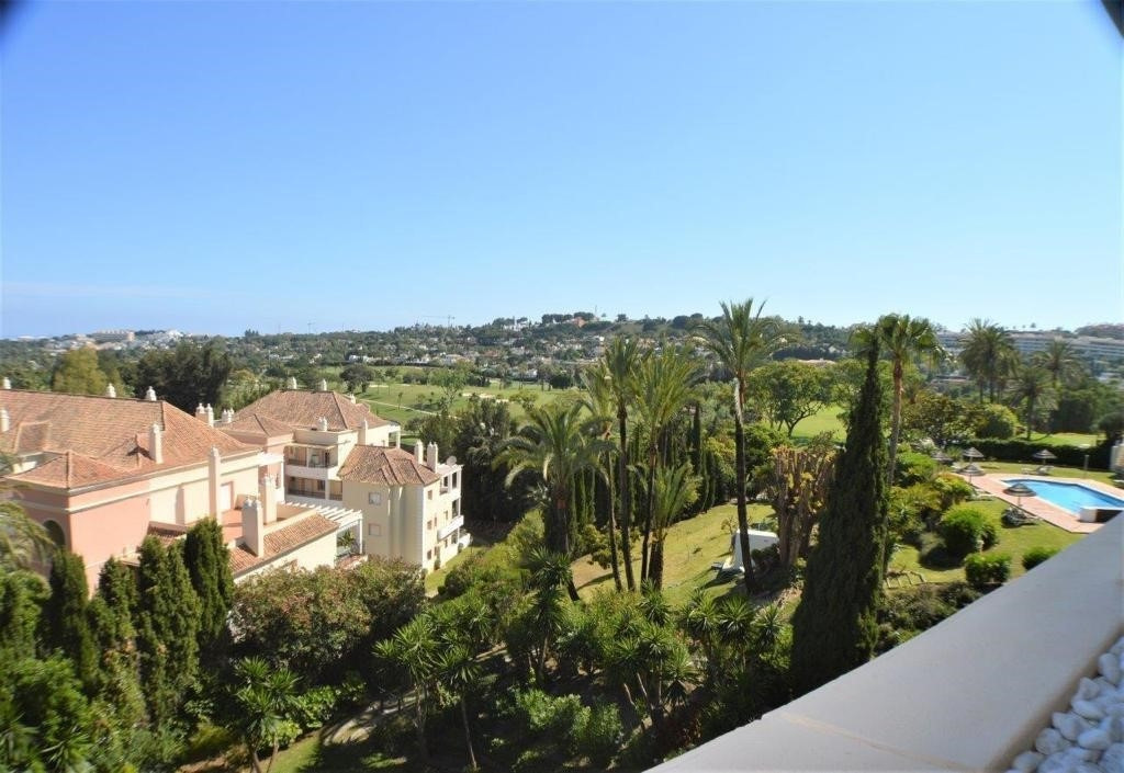 Middle Floor Apartment for sale in Marbella R3800830