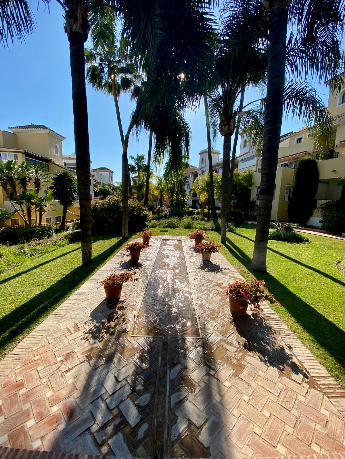 Middle Floor Apartment for sale in Marbella R3800833