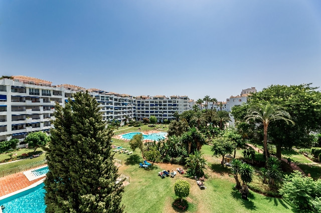2 bedroom apartment located in a gated and exclusive complex in the heart of Puerto Banus. This stun, Spain
