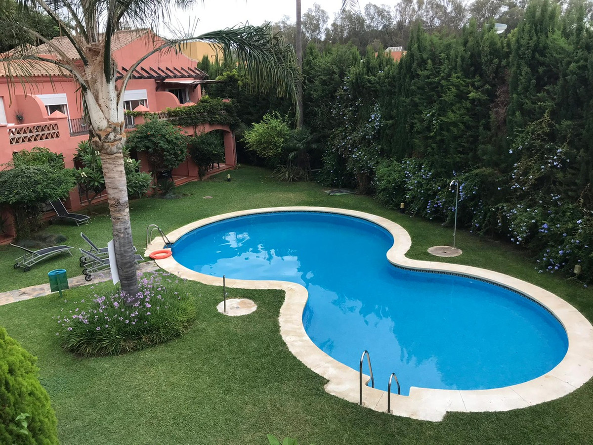 Apartment with 2 bedrooms and 2 bathrooms, located in the area of the Marbella Golden Mile for sale ,Spain