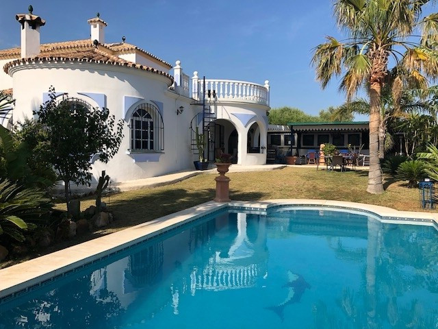This lovely cosy rustic villa is located on the grounds of the Valle Romano Golf club in Estepona. T,Spain