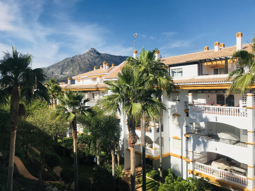 Middle Floor Apartment for sale in Marbella R3677456