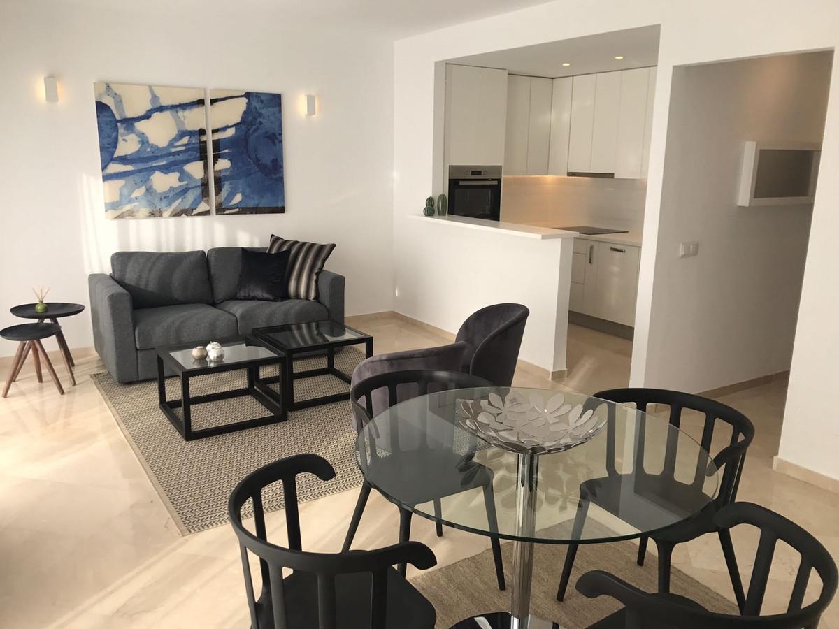 Apartment in Nueva Andalucía R2999900 1