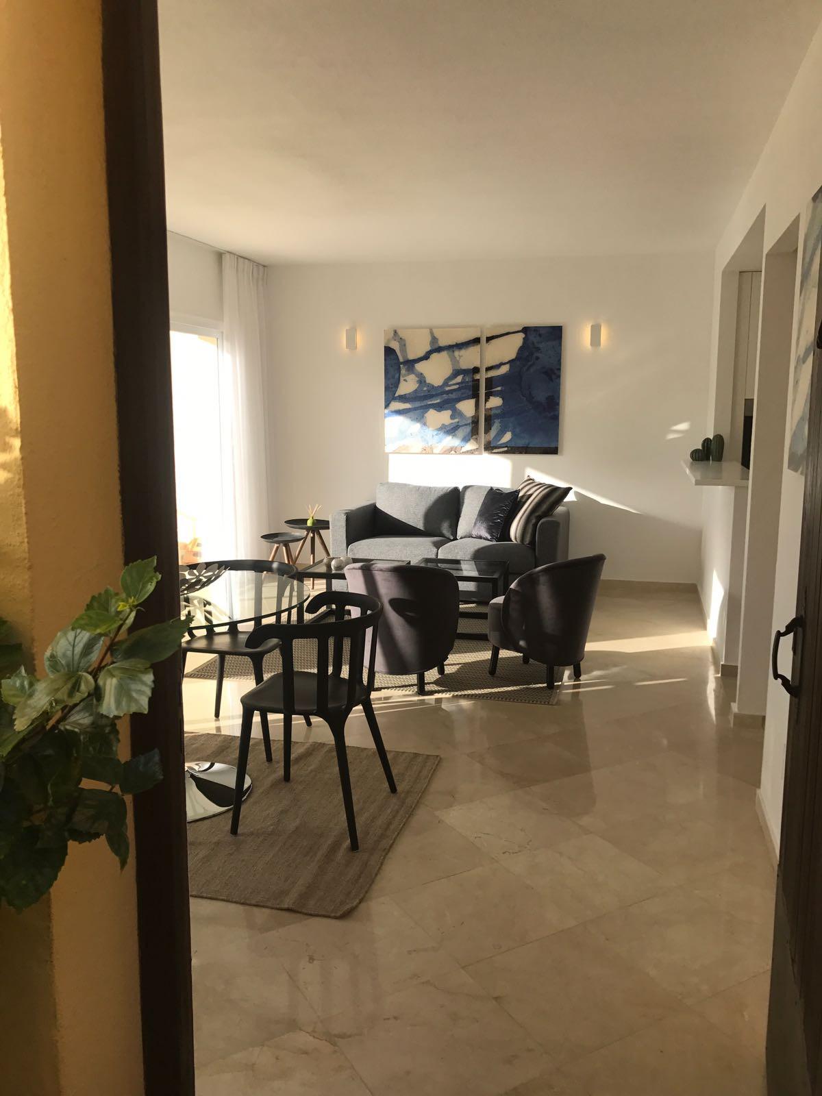 Apartment in Nueva Andalucía R2999900 9