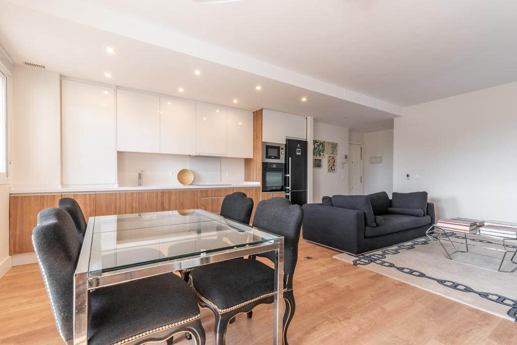 2 bedroom2 baths apartment recently renovated modern style is located walking distance to the beache,Spain