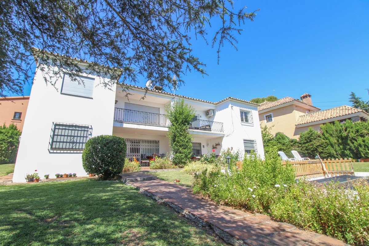 Ideally located fully renovated three bedroom top floor apartment in a very unique and small complex, Spain