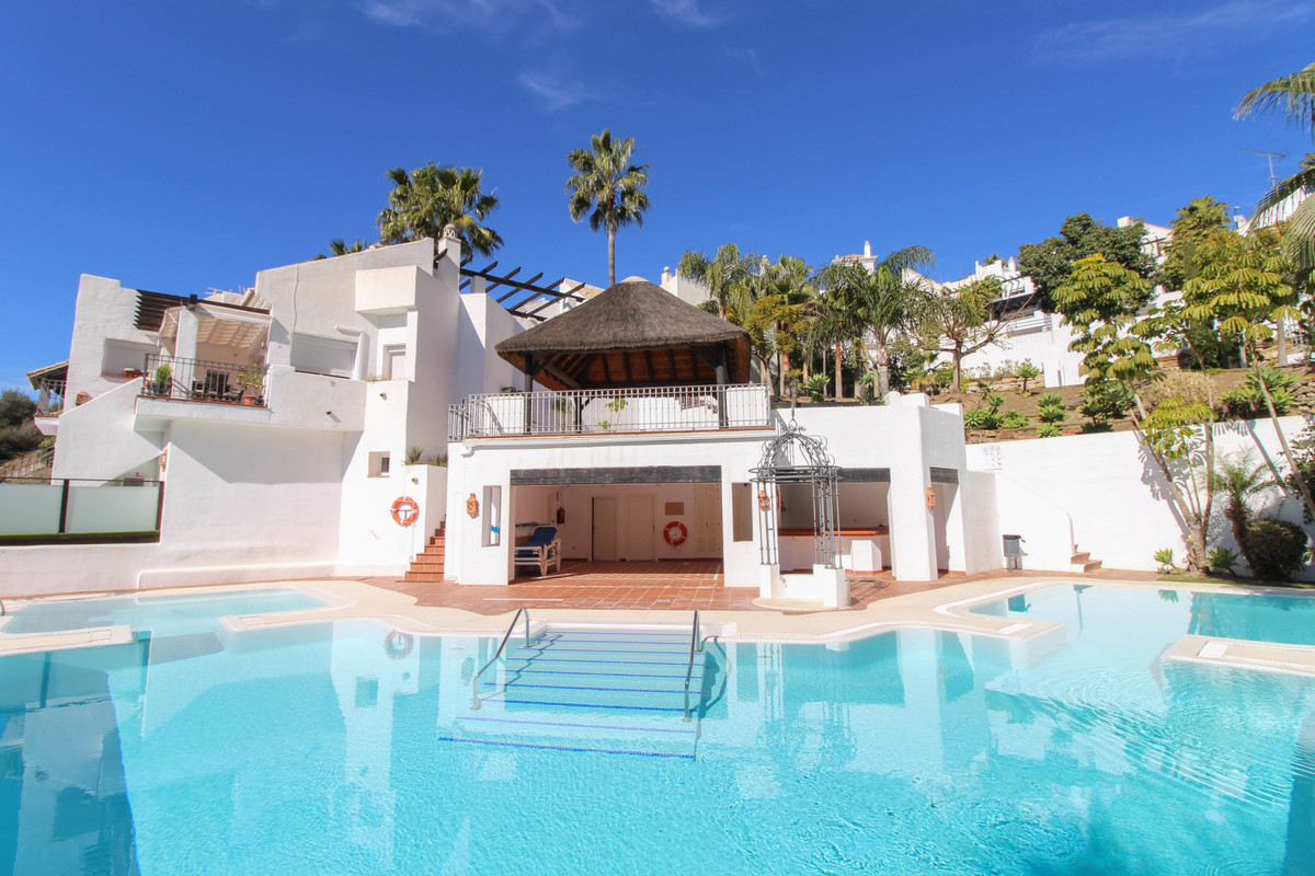Superb townhouse located in the stunning lakeside development of Zahara de Istan, only a few minutes,Spain