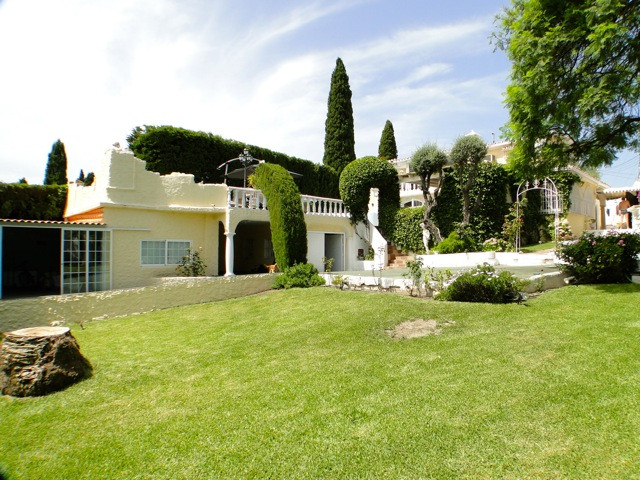 Charming rustic style villa full of character and special features. The property is located in one o,Spain