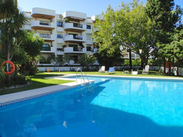 Very centrally located 3rd floor corner apartment in the heart of Nueva Andalucia, only a few minute, Spain