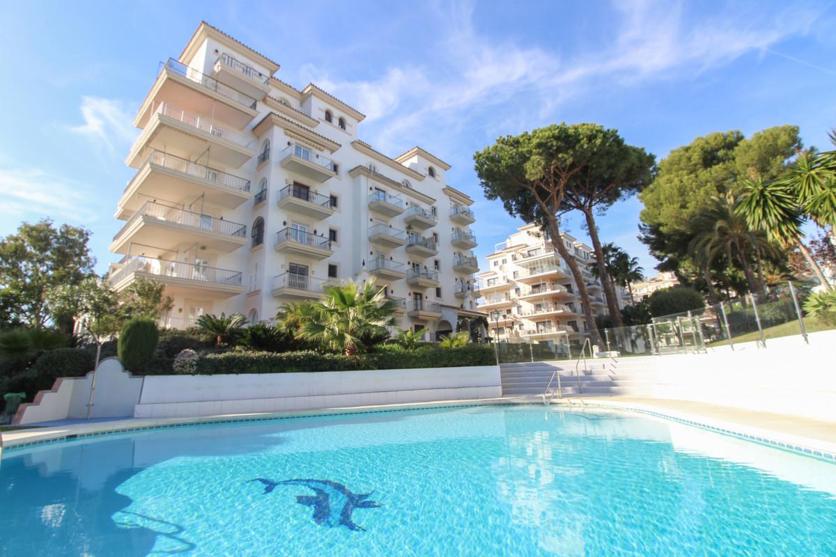 Marbella Banus Apartamento Planta Media en Venta en Puerto Banús – R3583291