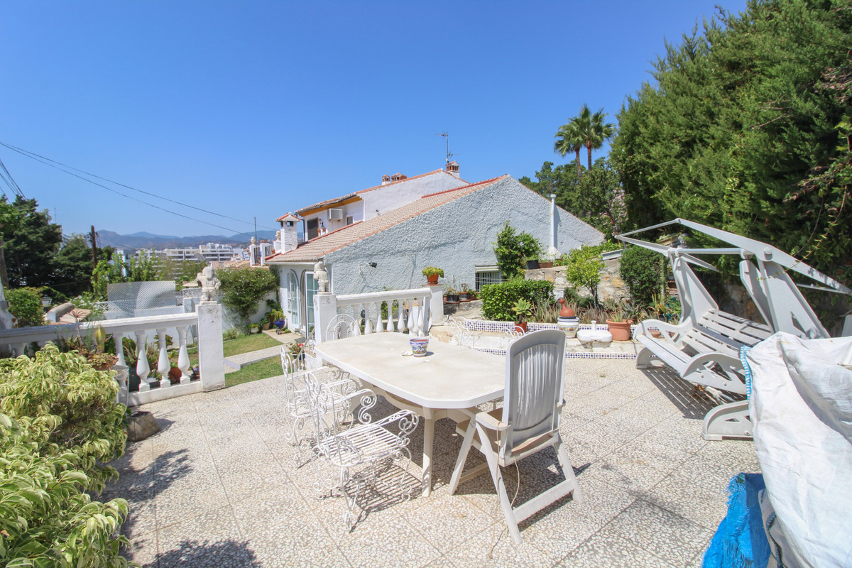 A charming semi detached house walking distance to all the services of La Campana area of Nueva Anda,Spain