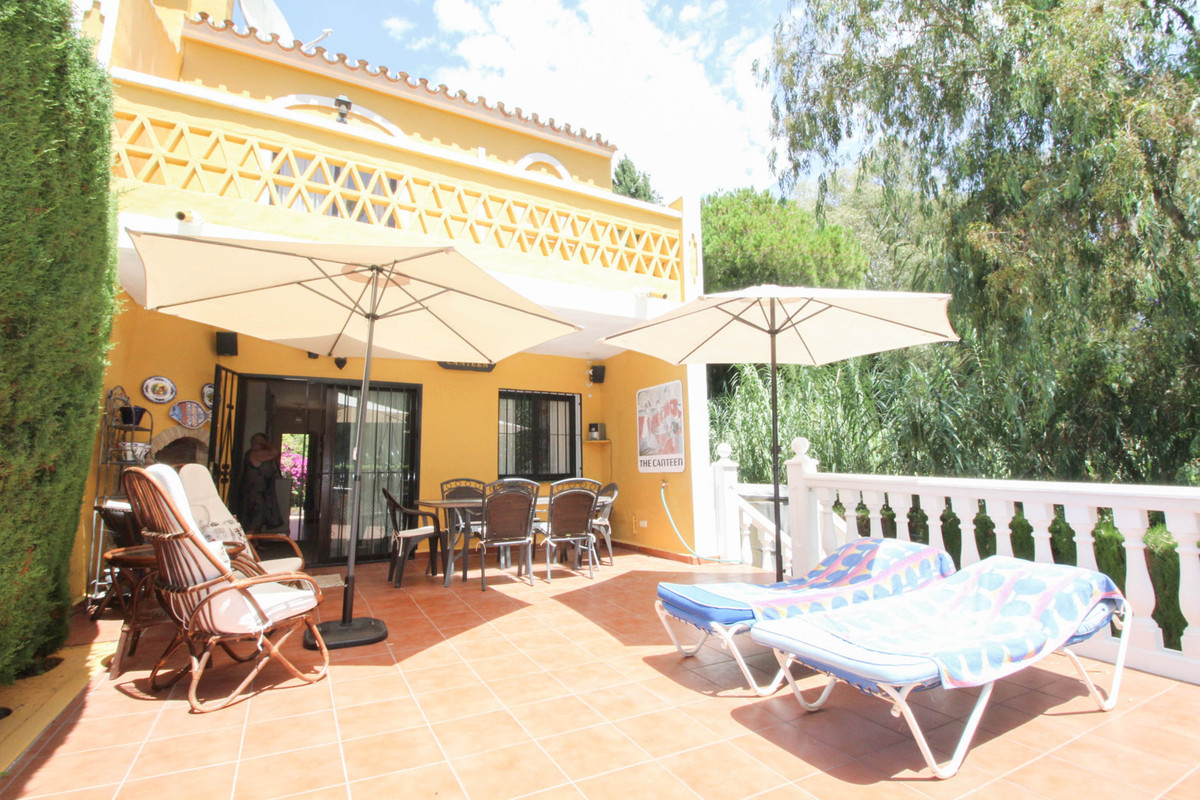 A conveniently located corner townhouse walking distance from the local amenities of Calahonda and b,Spain