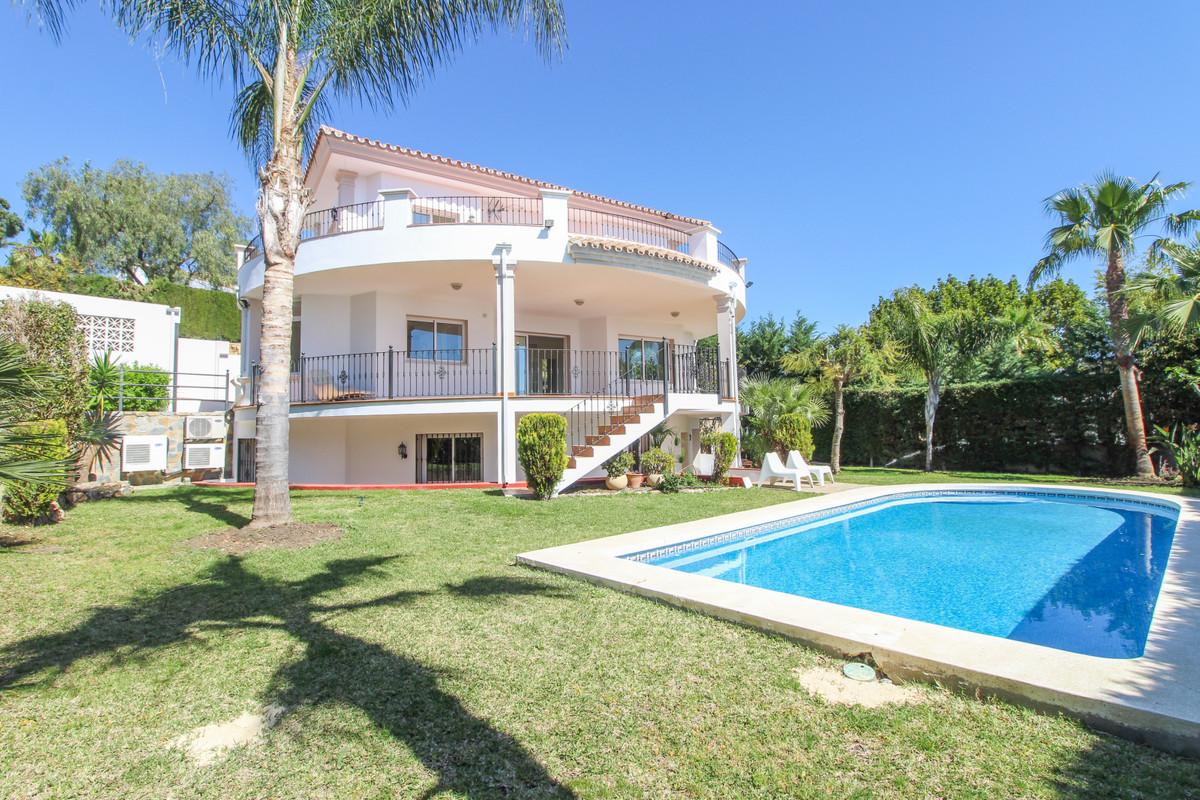 Marbella Banus Villa – Chalet en Venta en La Quinta – R3416821