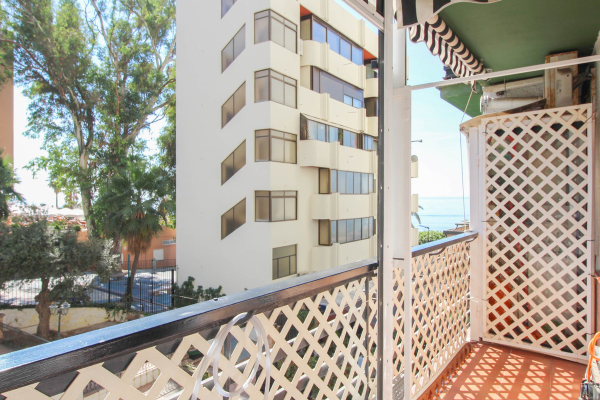 Beach front complex in Marbella centre! This  bright studio apartment with updated kitchen has got n, Spain