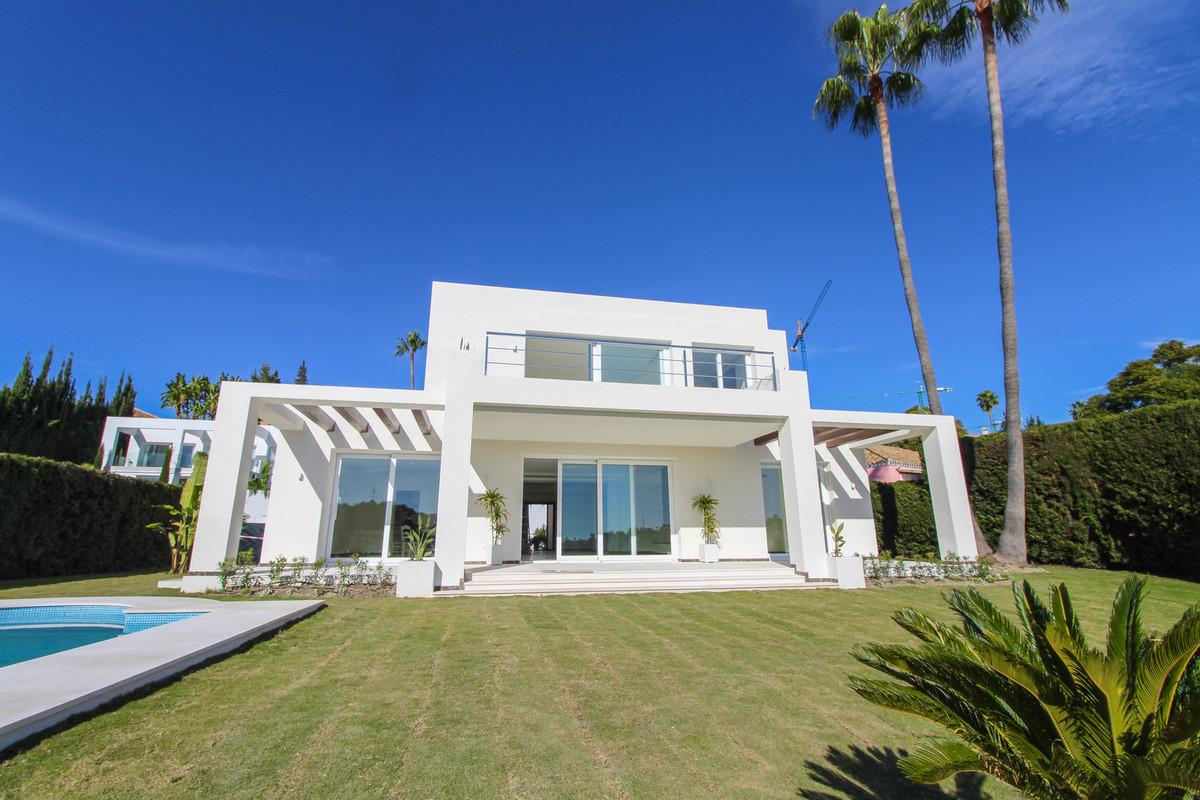 Detached Villa in El Paraiso R3065410