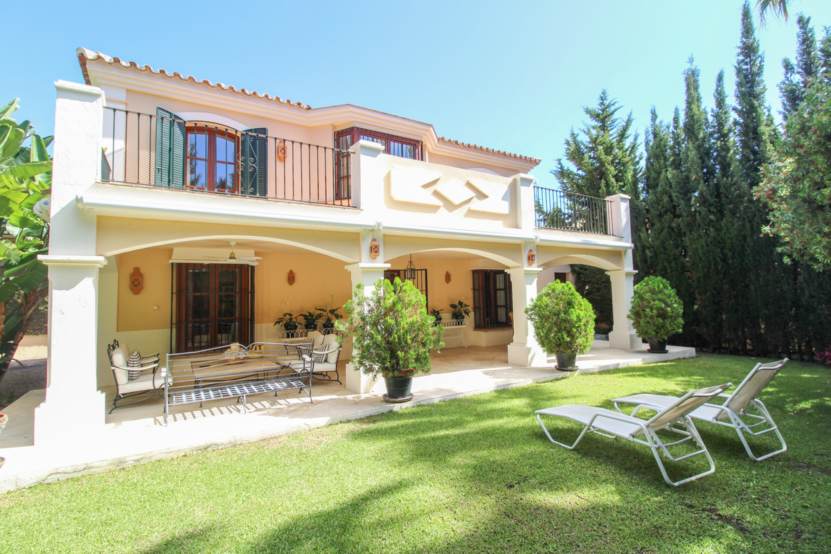 Isla de Guadalmina is a conveniently located development of villas and townhouses close to the town ,Spain